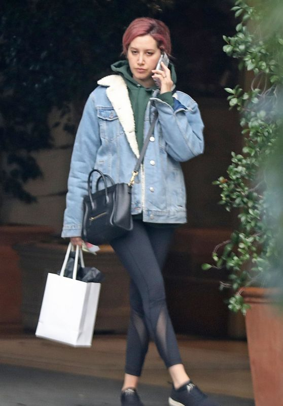 Ashley Tisdale - Chats on the Phone in LA 01/08/2019