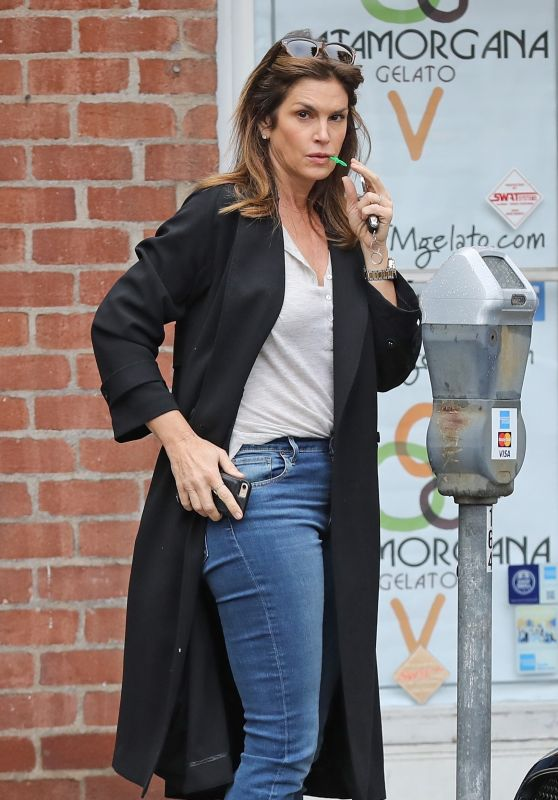 Cindy Crawford Casual Style 01/12/2019