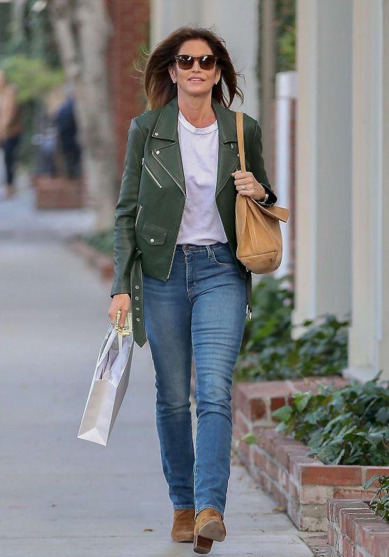 Cindy Crawford Street Style 01/11/2019