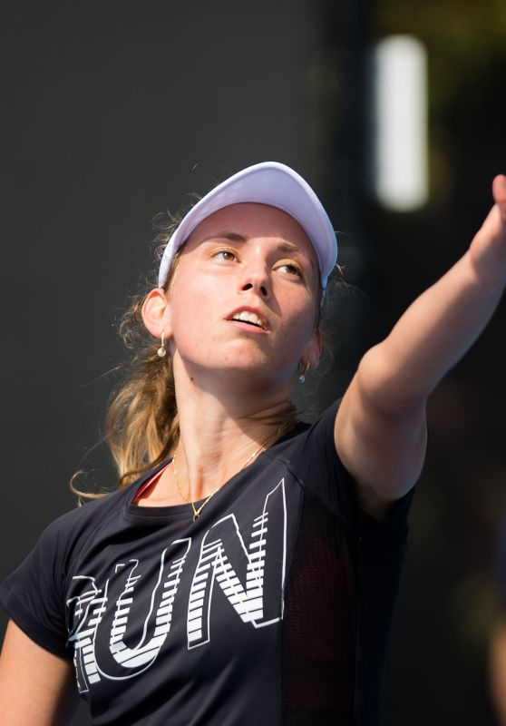 Elise Mertens – Practicing in Melbourne 01/12/2019