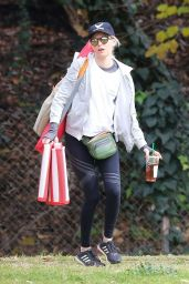 Elizabeth Banks in Tights 01/13/2019