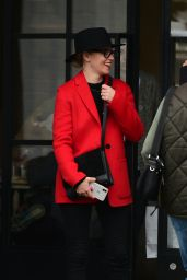 Elizabeth Banks Street Fashion 01/05/2019