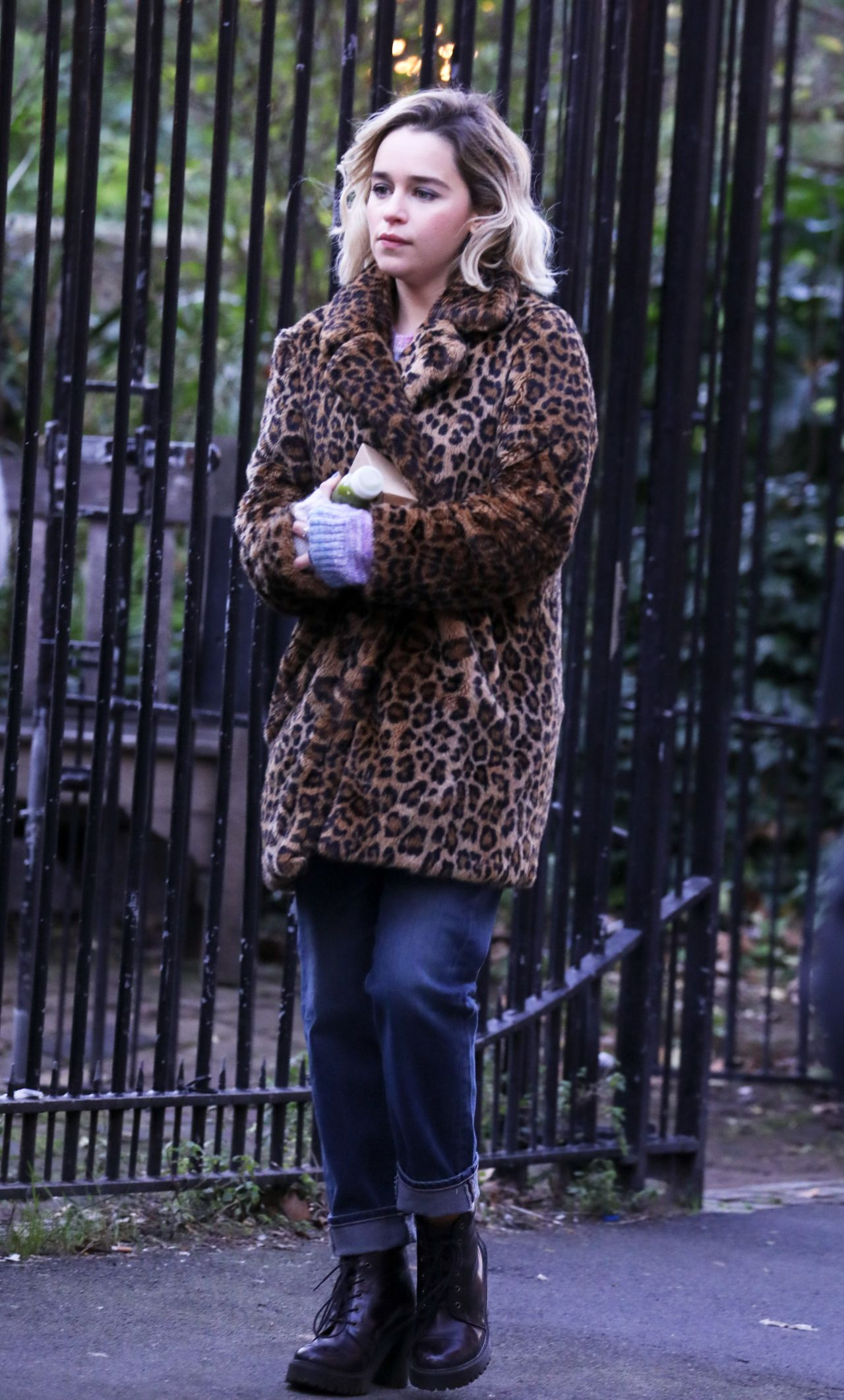 Last Christmas 2019.Emilia Clarke Last Christmas Filming In London 01 08 2019