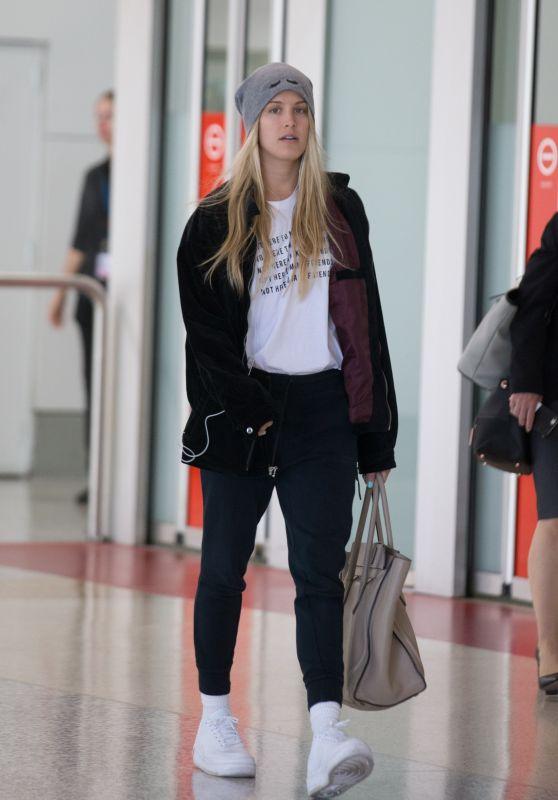 Eugenie Bouchard - Melbourne Airport 01/08/2019