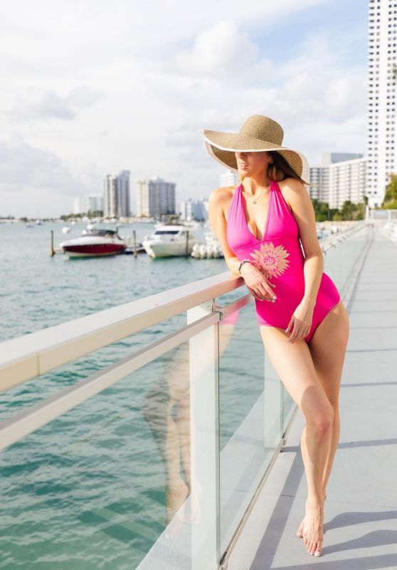 Eva Amurri Martino in Swimsuit 01/31/2019