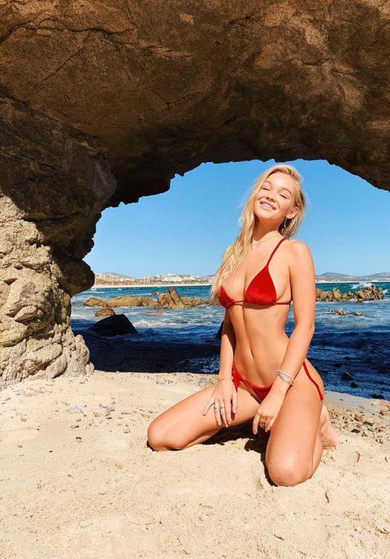 Faith Schroder in Bikini - Personal Pics 01/02/2019