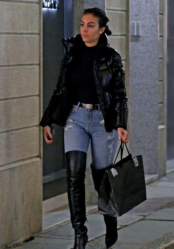 Georgina Rodriguez - Shopping in Milan 01/02/2019