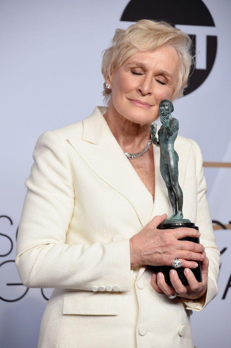 https://celebmafia.com/wp-content/uploads/2019/01/glenn-close-2019-sag-awards-5.jpg