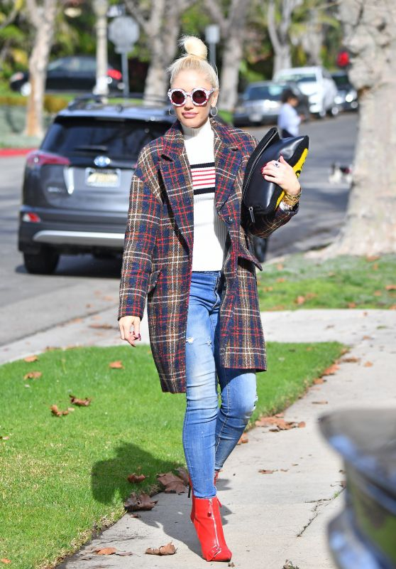 Gwen Stefani Style - Out in LA 01/20/2019