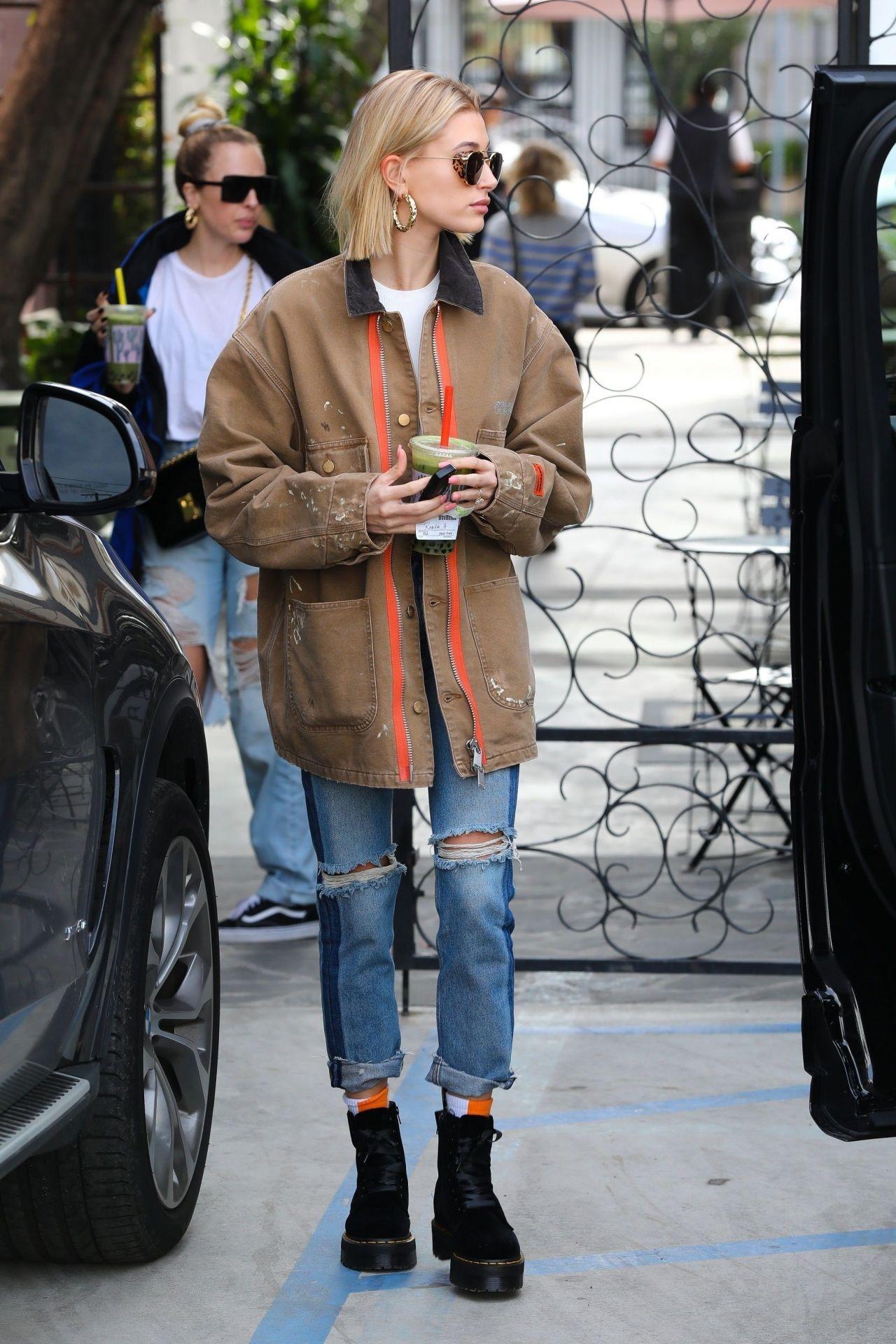 Hailey Rhode Bieber Street Style 01 22 2019