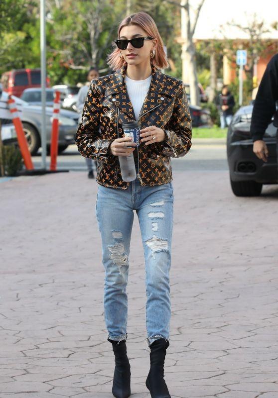 Hailey Rhode Bieber Street Style 01/18/2019