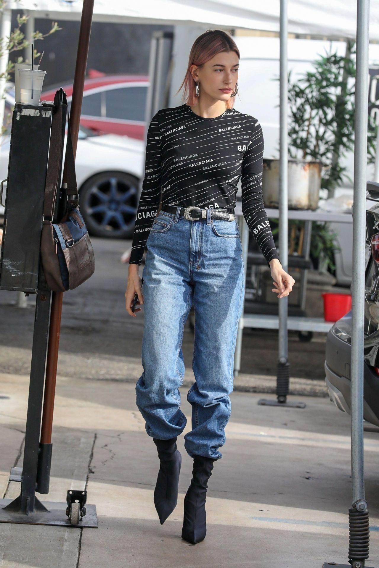 Hailey Rhode Bieber Street Style 01 20 2019