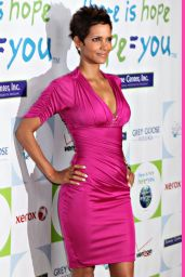 Halle Berry Wallpapers (+5)