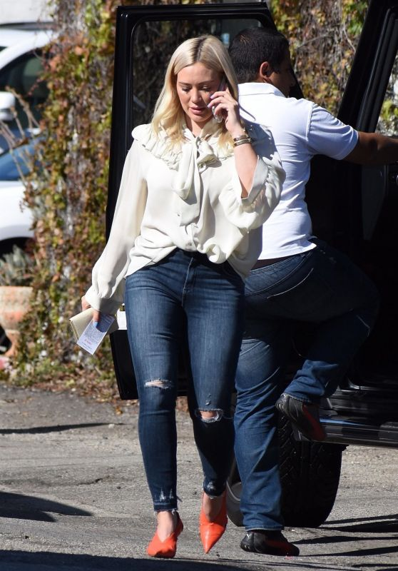 Hilary Duff - Petit Trois in Studio City 01/25/2019