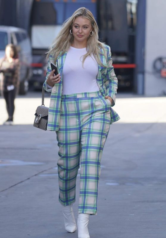 Iskra Lawrence Style and Fashion 01/04/2019