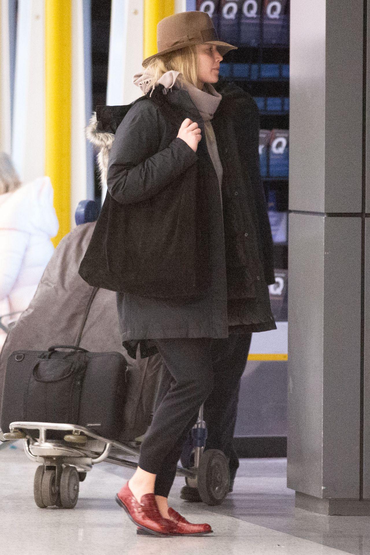 Jennifer Lawrence Jfk Airport In New York 01 06 2019