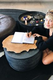 Julianne Hough - Personal Pics 01/04/2019