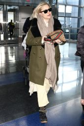 Kate Hudson in Travel Outfit 01/13/2019