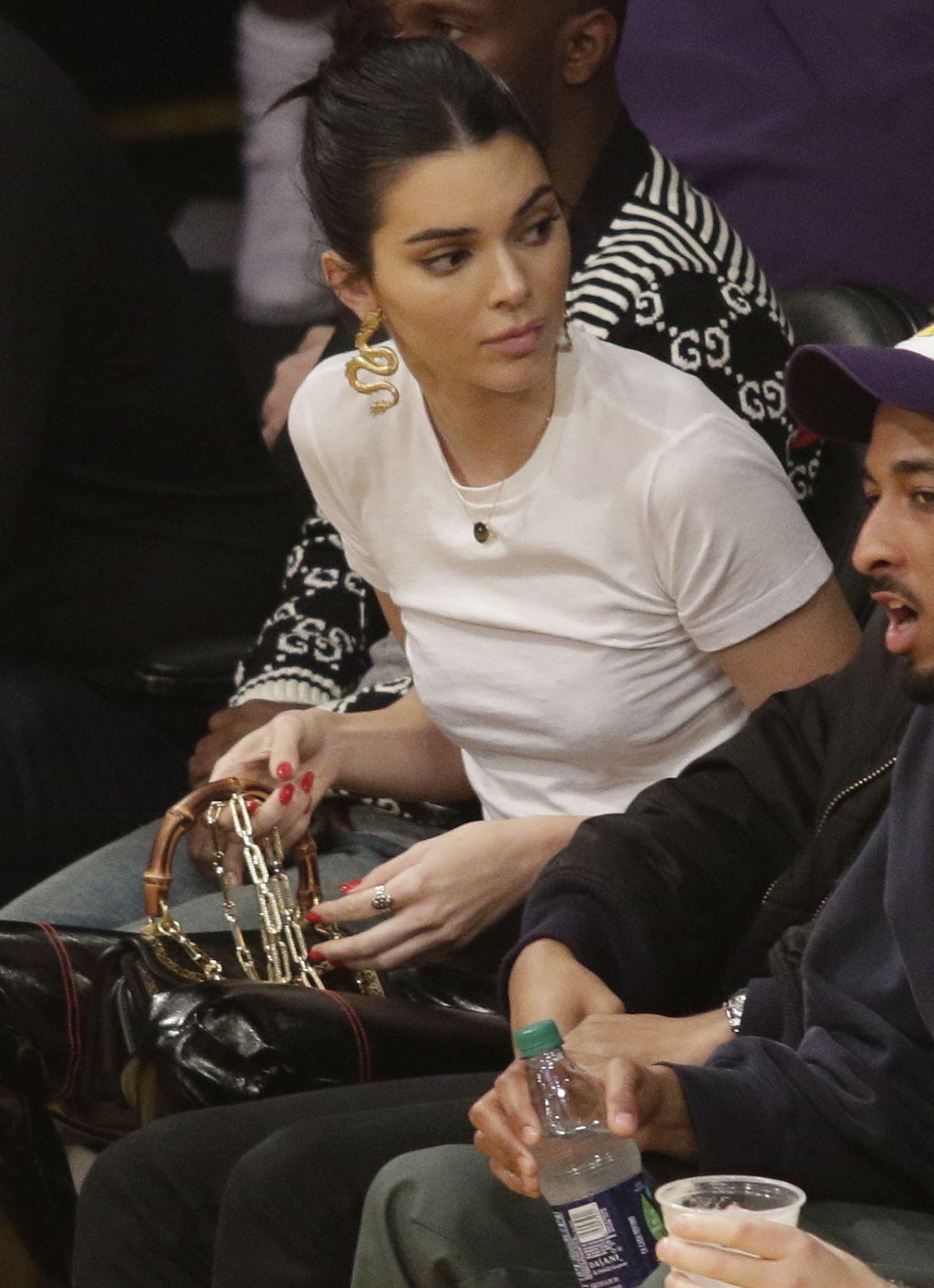 Kendall Jenner - LA Lakers vs Philadelphia 76ers in Los ...