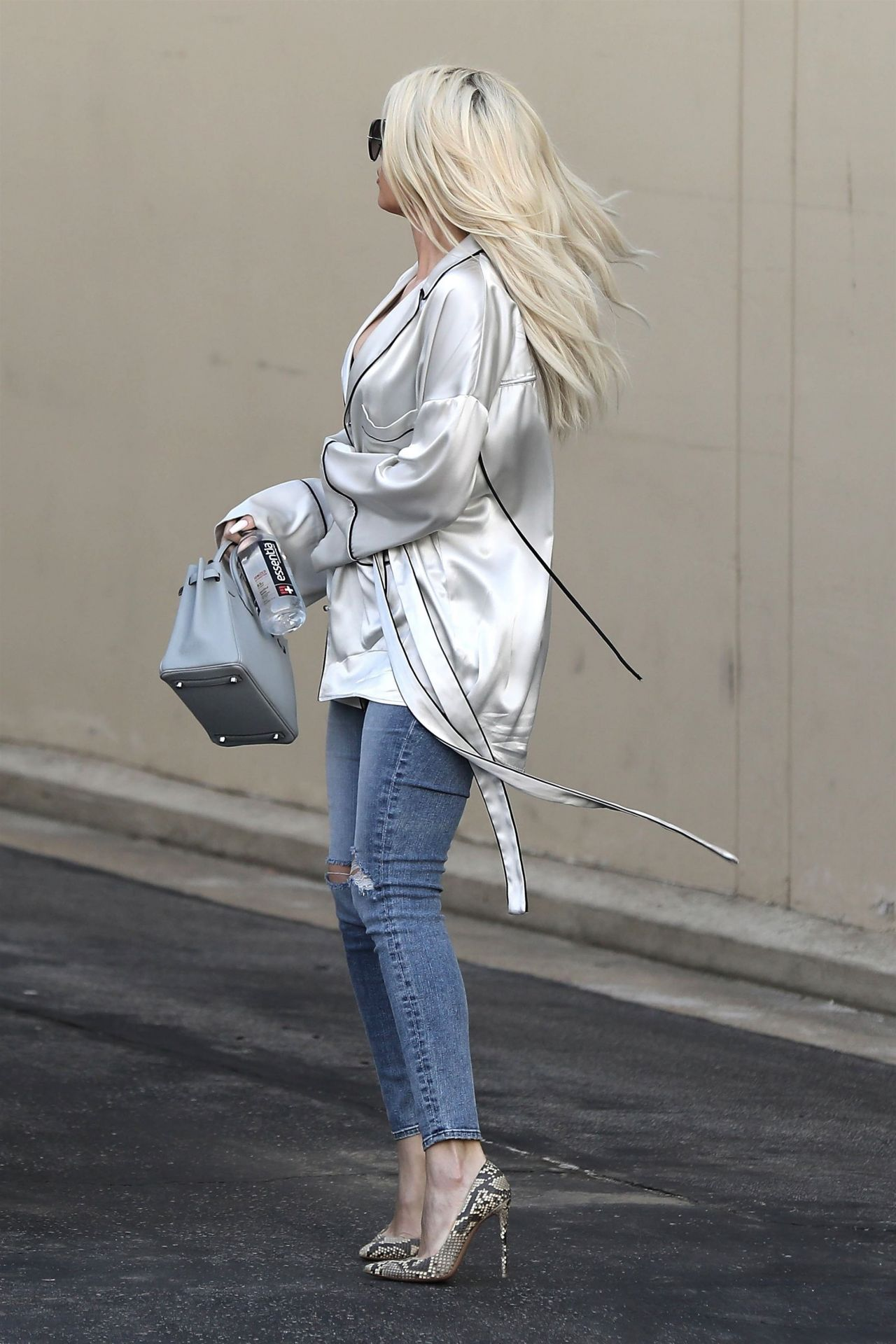Khloe Kardashian Leaving A Studio In Calabasas 01 09 2019