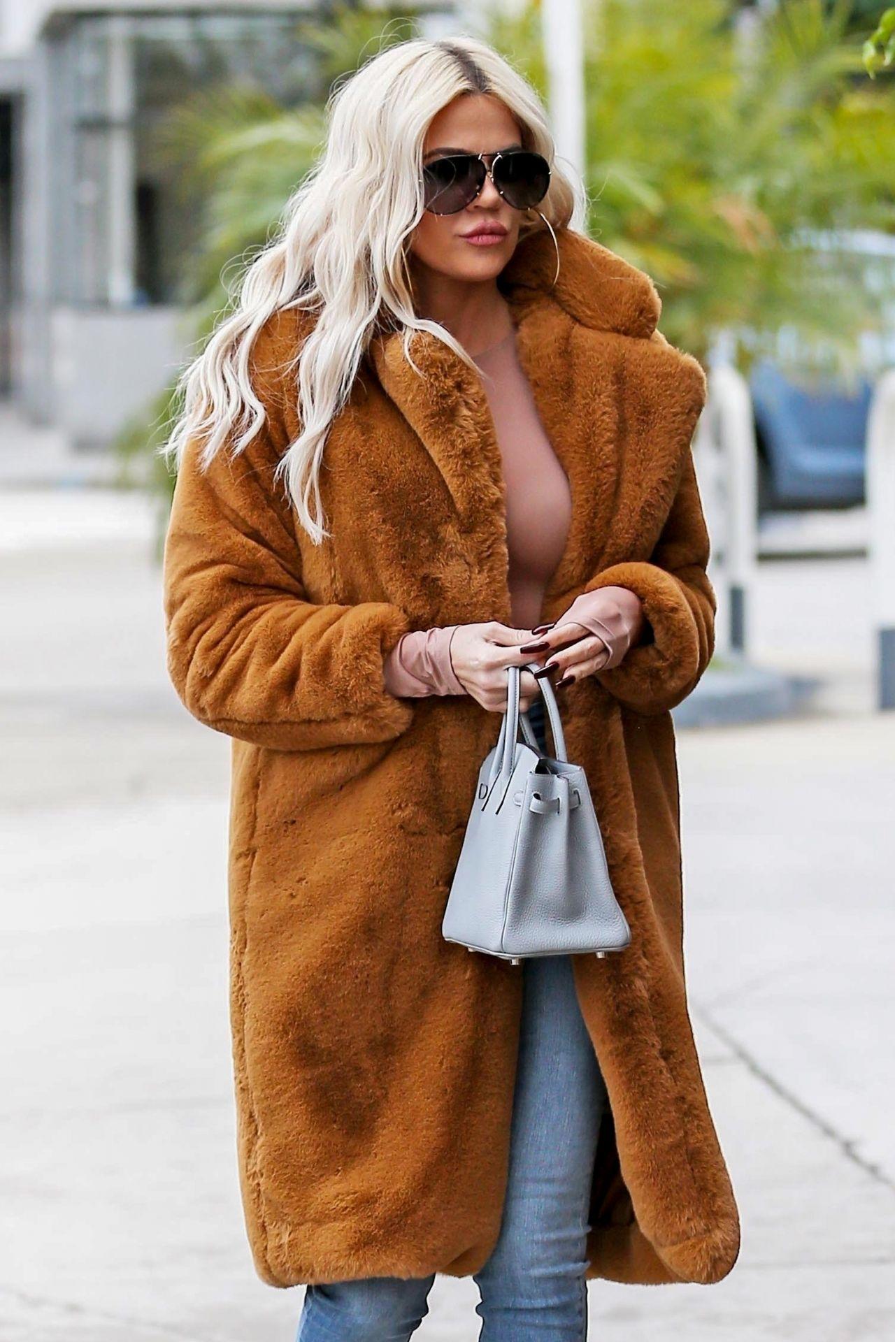 Khloe Kardashian Street Style 01 07 2019