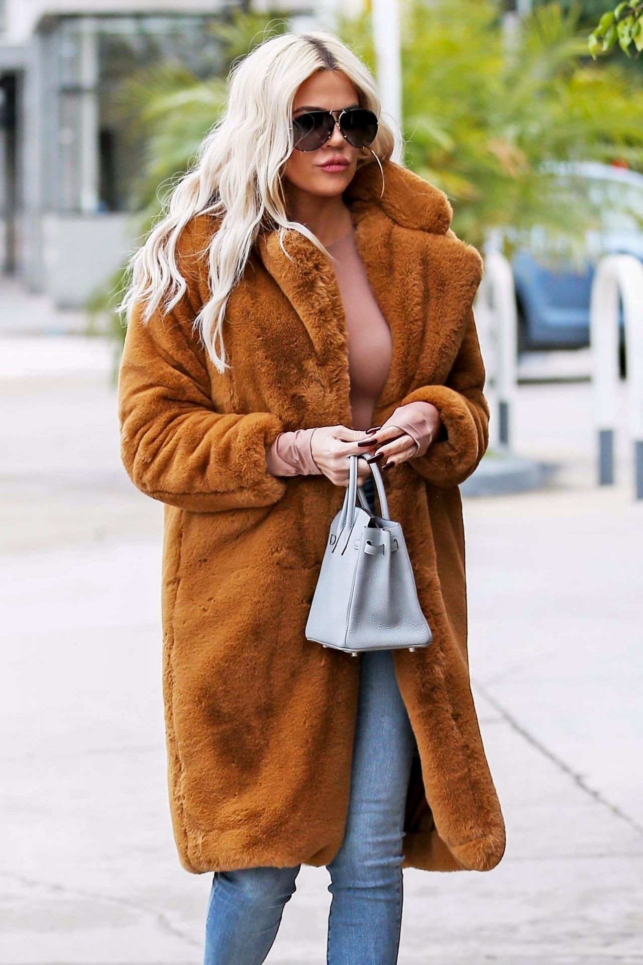 Khloe Kardashian Street Style 01/07/2019