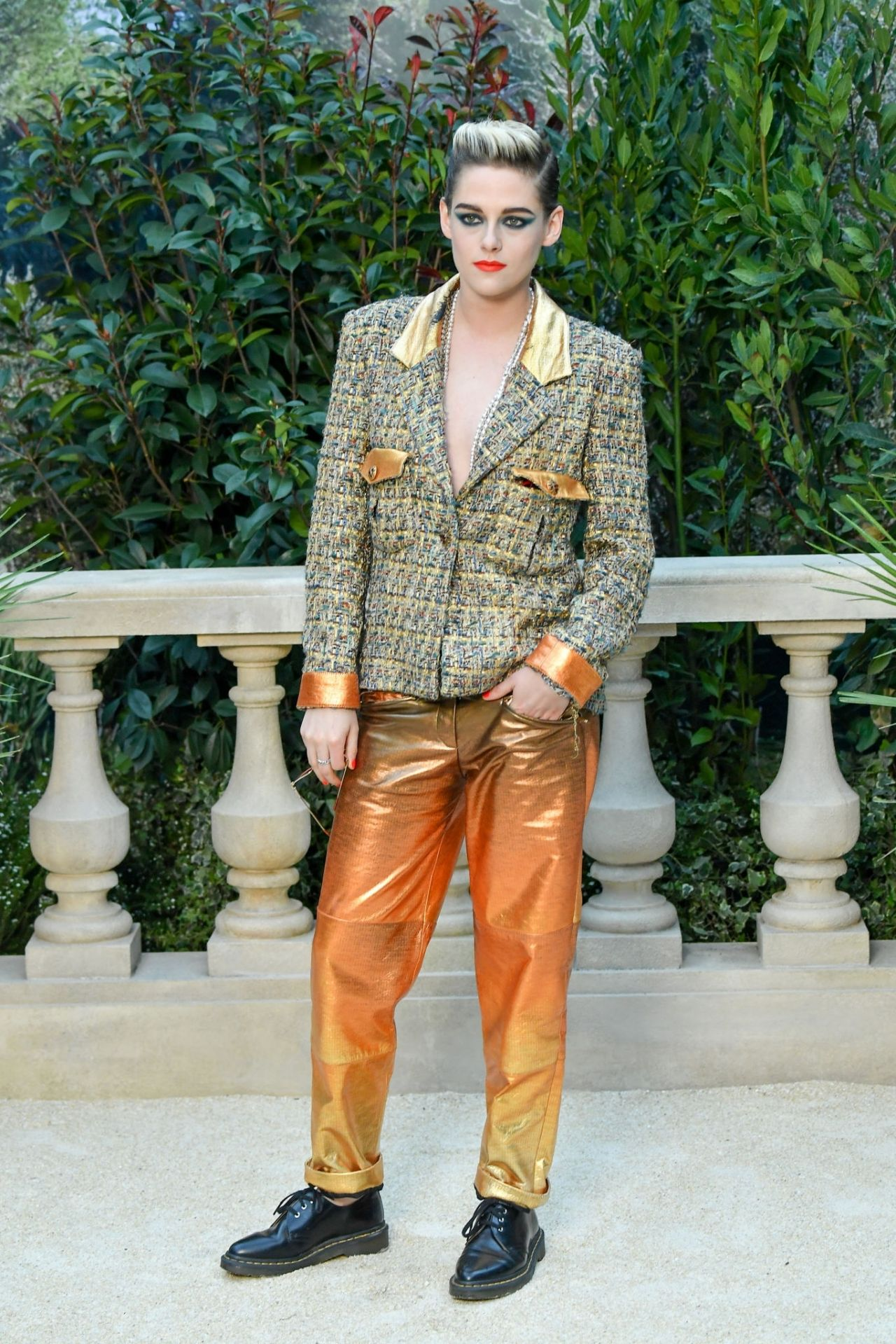 https://celebmafia.com/wp-content/uploads/2019/01/kristen-stewart-chanel-show-in-paris-01-22-2019-1.jpg