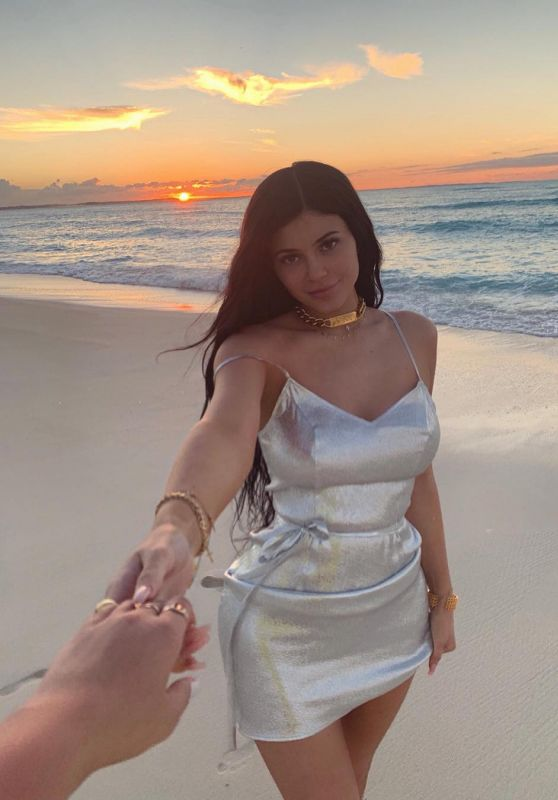 Kylie Jenner - Personal Pics 01/23/2019