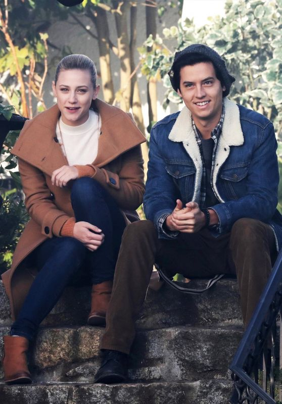 Lili Reinhart And Cole Sprouse Quot Riverdale Quot Set In