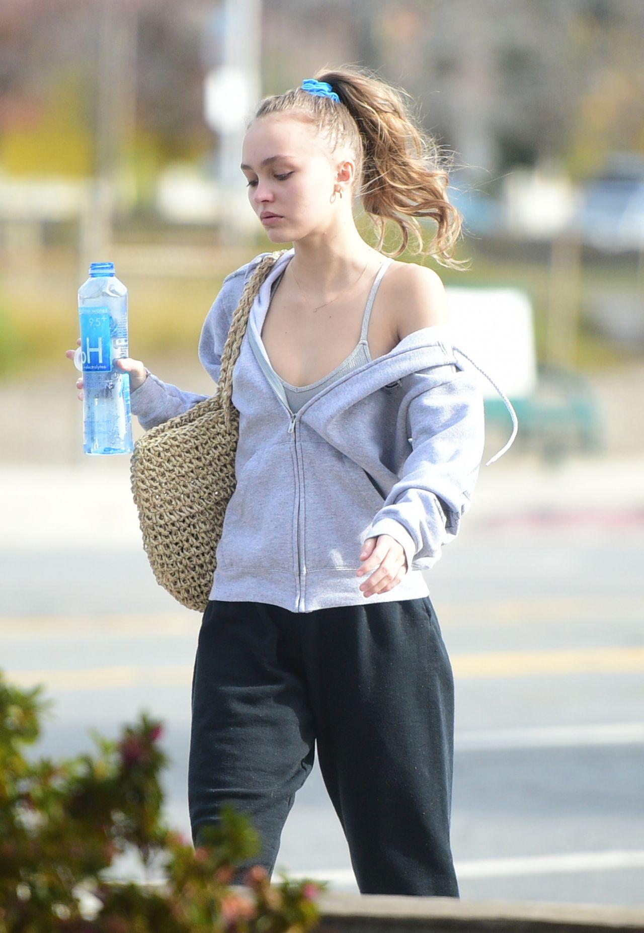 Lily-Rose Depp in Casu... Vanessa Paradis