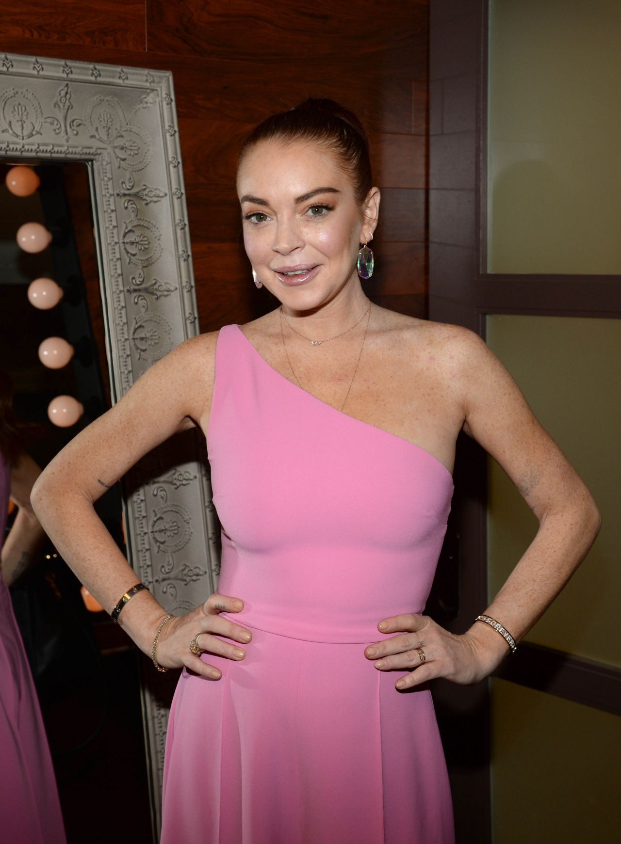 Lindsay Lohan Backstage At The Rachael Ray Show In Nyc