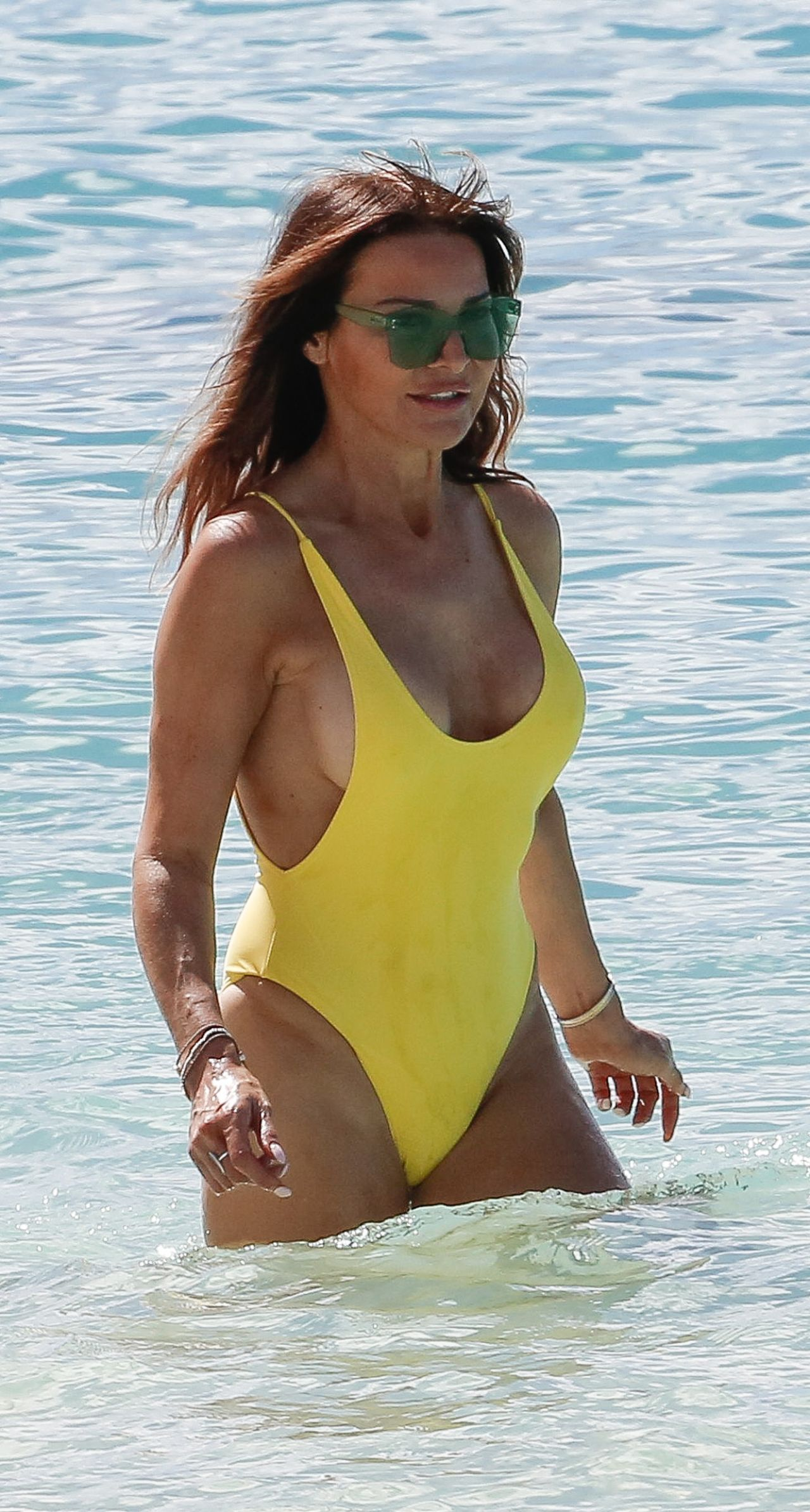 Lizzie Cundy In A Yellow Swimsuit On The Beach In Barbados -4238
