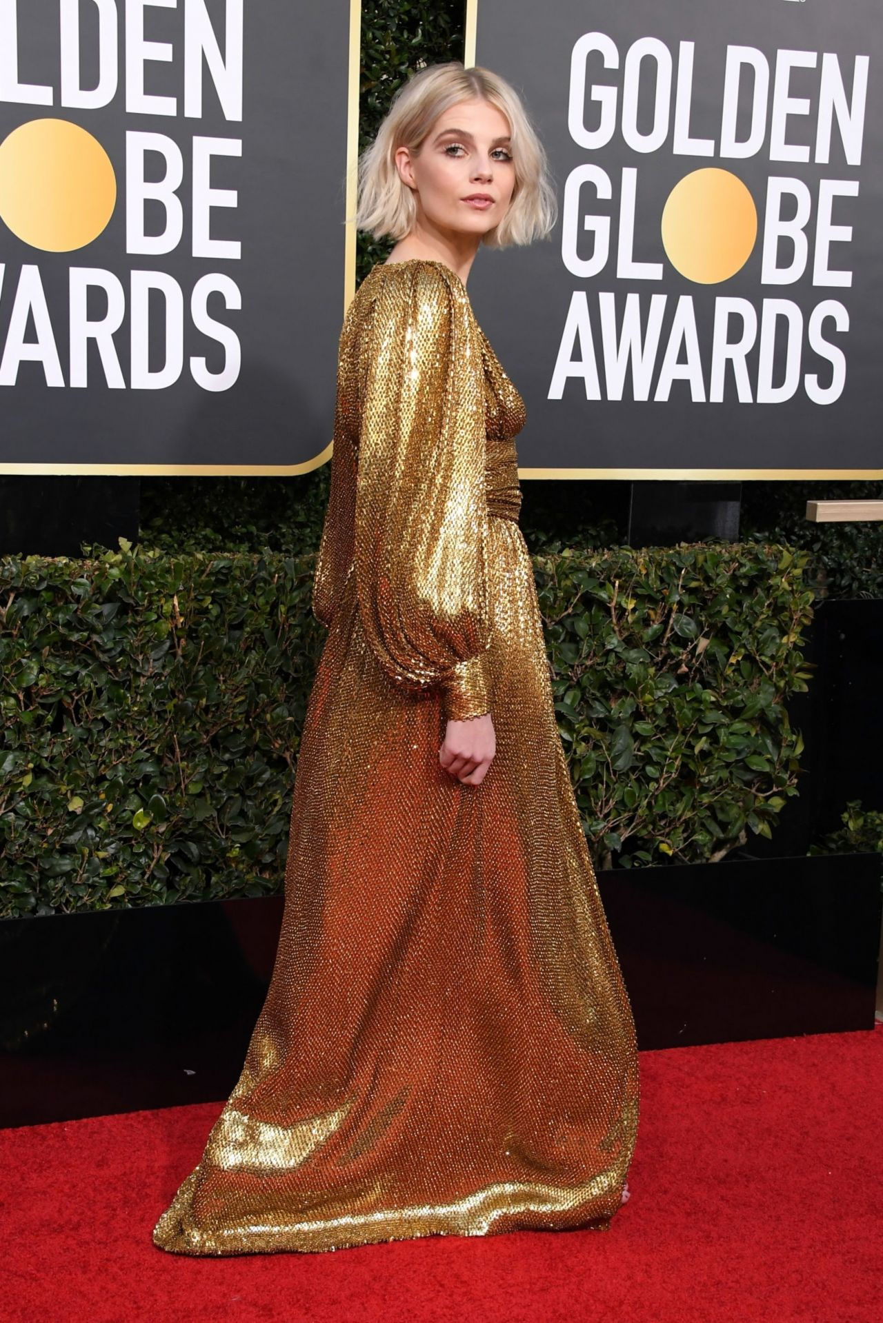 lucy boynton – 2019 golden globe awards red carpet
