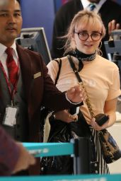 Maisie Williams in Travel Outfit 01/28/2019