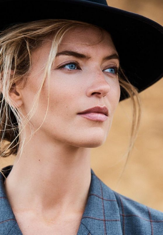Martha Hunt - Issue Volume 25 2019