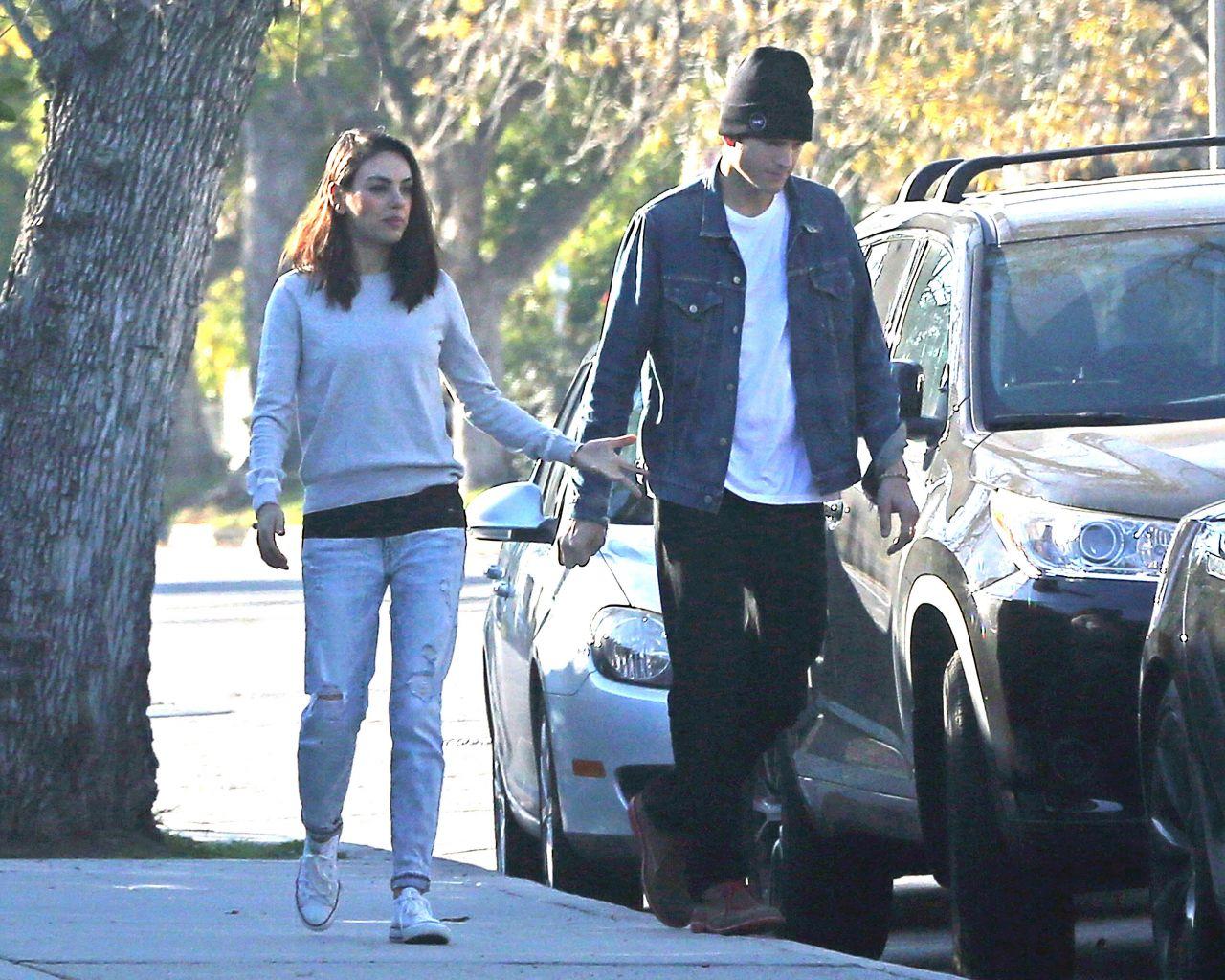 Who is Ashton Kutcher dating Ashton Kutcher girlfriend wife