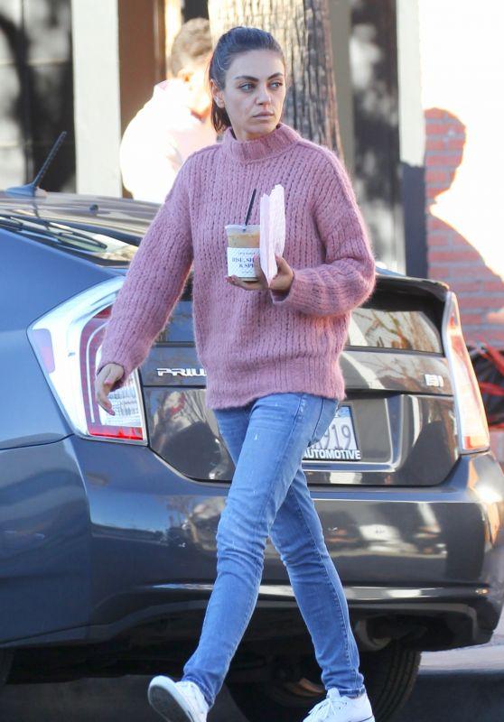 Mila Kunis Street Style 01/03/2019