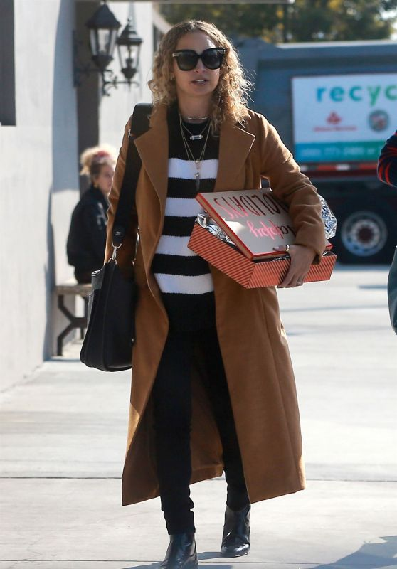 Nicole Richie Is Stylish Leaving Crossroads Restaurant