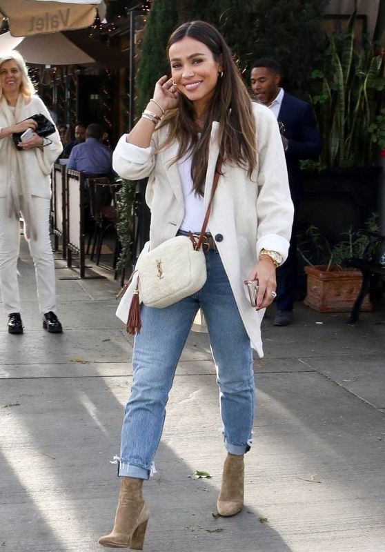 October Gonzalez - Out for Lunch in Beverly Hills 01/11/2019