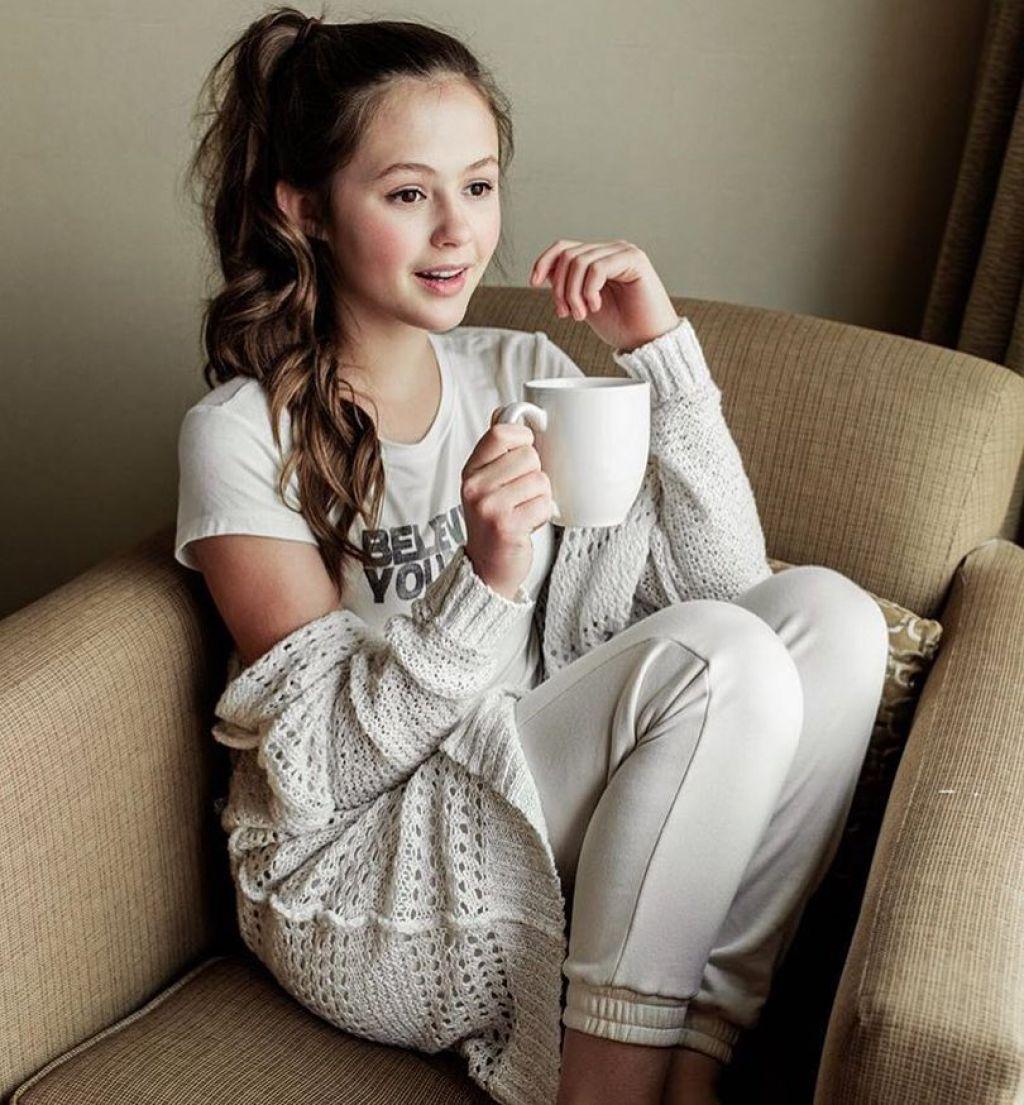 Olivia Sanabia – Personal Pics 01/02/2019