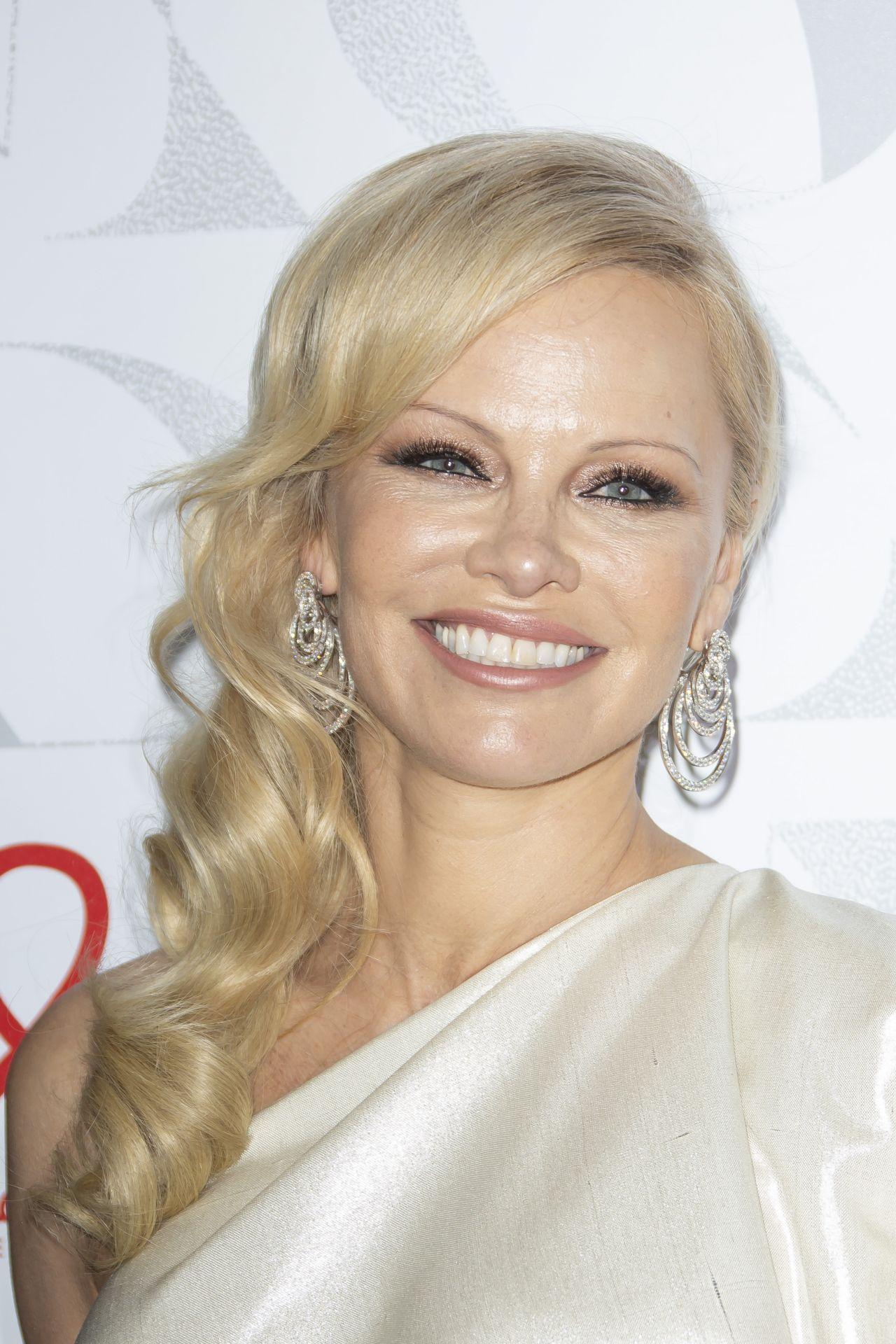 Pamela Anderson - Diner De La Mode at Paris Fashion Week