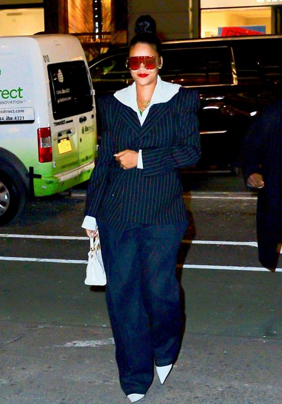 Rihanna - Out in New York 01/13/2019