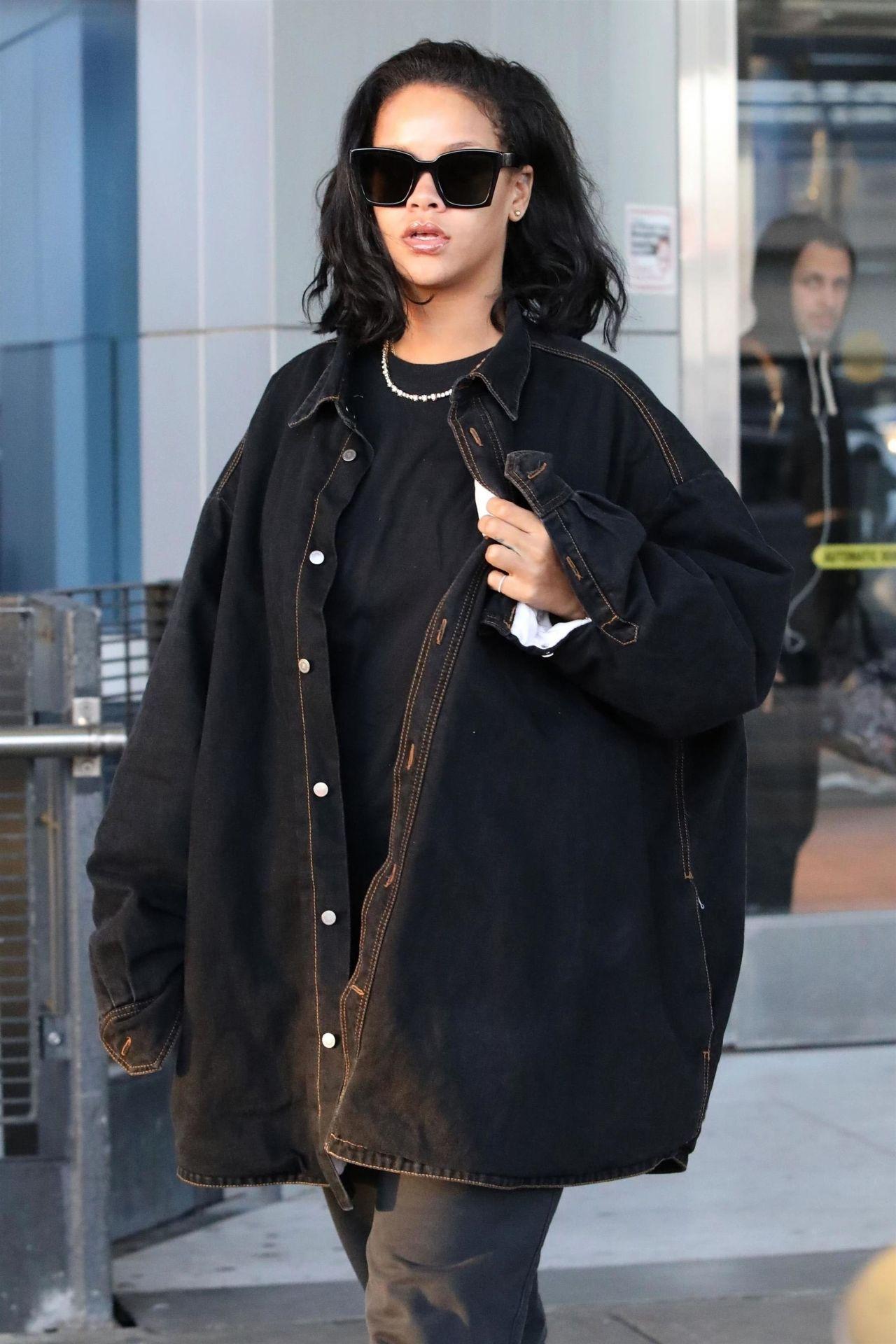 Rihanna Travel Style 01 28 2019