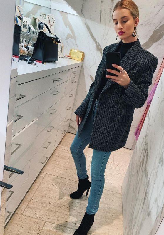 Rosie Huntington-Whiteley - Personal Pics 01/31/2019