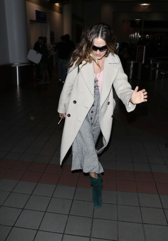 Sarah Jessica Parker - LAX Airport in Los Angeles 01/02/2019