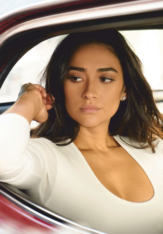 Shay Mitchell - Accion Cine-Video Magazine  January 2019 Issue
