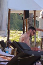 Una Healy in Bikini and New Boyfriend David Breen - Mauritius 01/26/2019