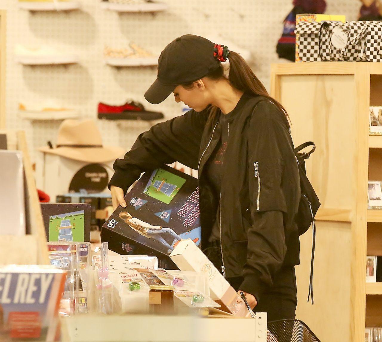 Victoria Justice – Shopping in LA 01/18/2019