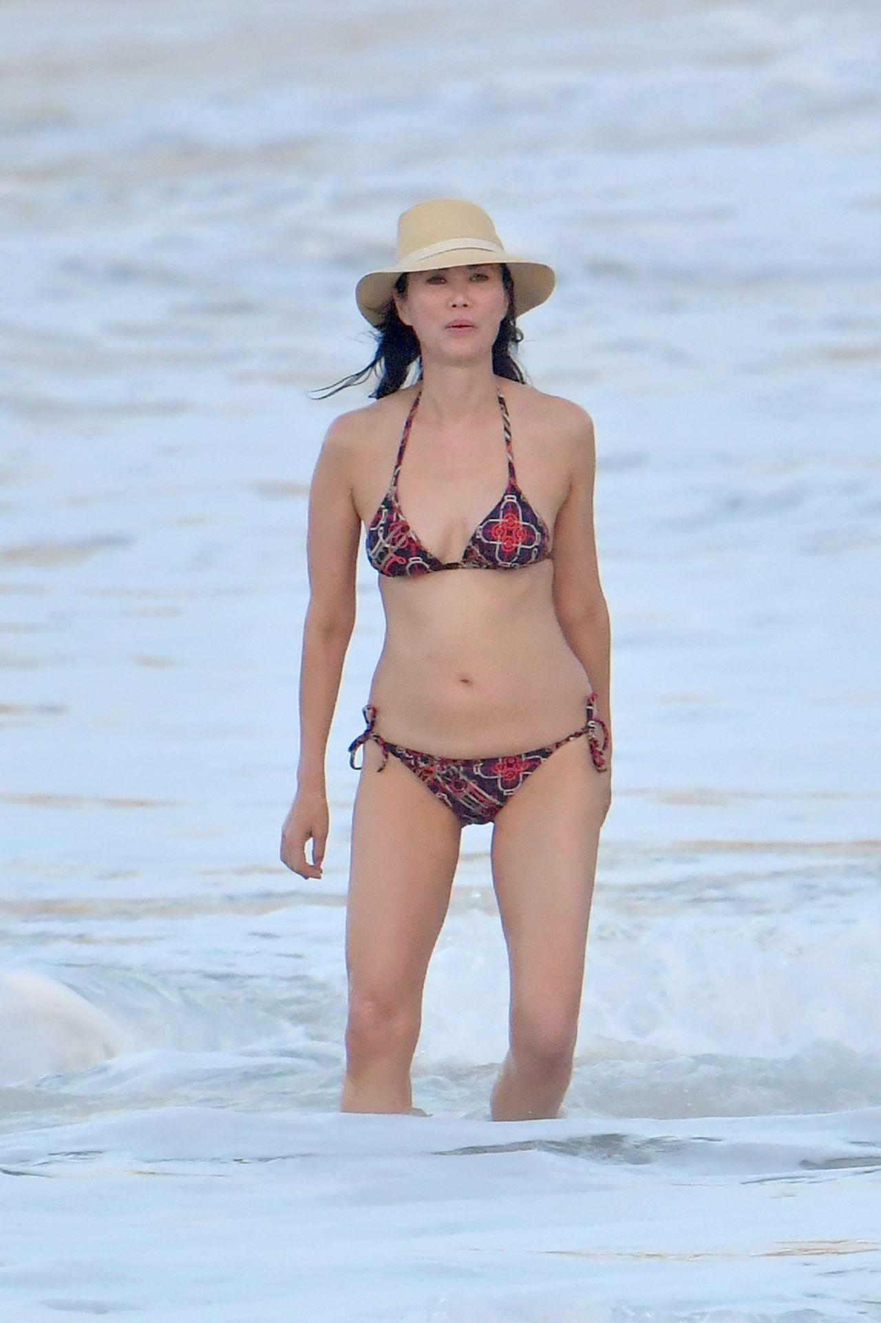 Wendi Deng Murdoch Bikini Nude Photos 39