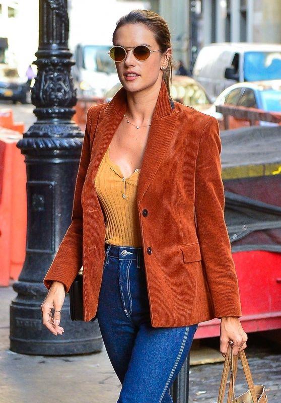 Alessandra Ambrosio Street Fashion 02/05/2019